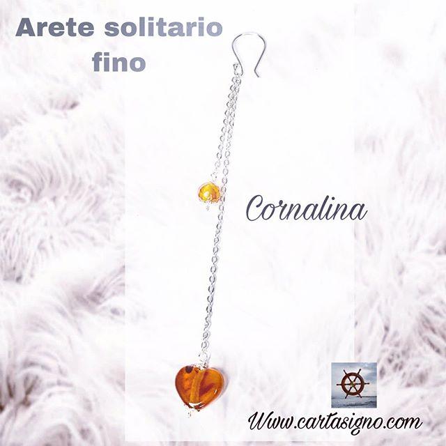 Arete solitario fino : único arete elaborado en Plata 925, mide 10,5 cm de largo. Con cuarzo Cornalina 80 S/